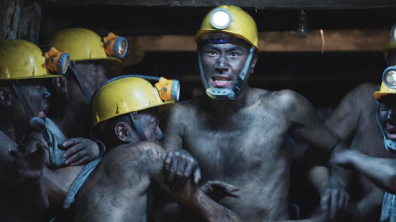 傅子純扮礦工全身塗黑,笑稱「只有眼睛是白的」。(圖/公視提供)