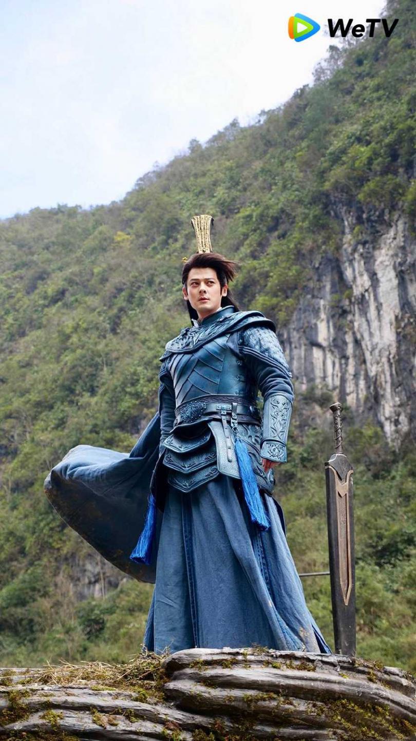 郭品超在《將夜2》中飾演二師兄,頭頂戴了高達25公分的高冠。(圖/WeTV提供)