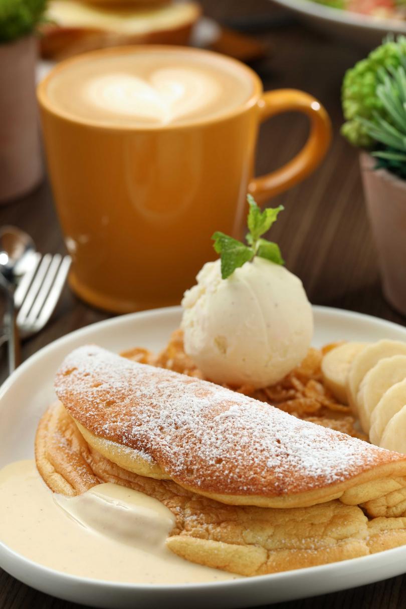 「Dor Dor朵朵鬆餅」標榜鬆軟的口感好似在吃雲朵,有一種幸福感。(180元)
