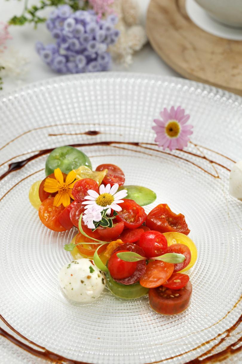 「浪漫珠寶盒」使用多種不同風味的番茄搭配馬茲瑞拉起司組合而成。 (270元)