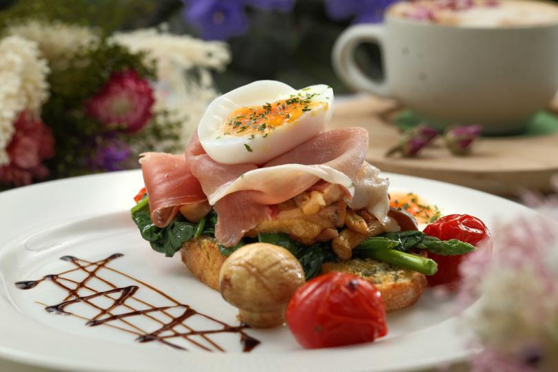 「夏日森林裡的早午餐」食材豐富,色彩也很繽紛。 (300元)