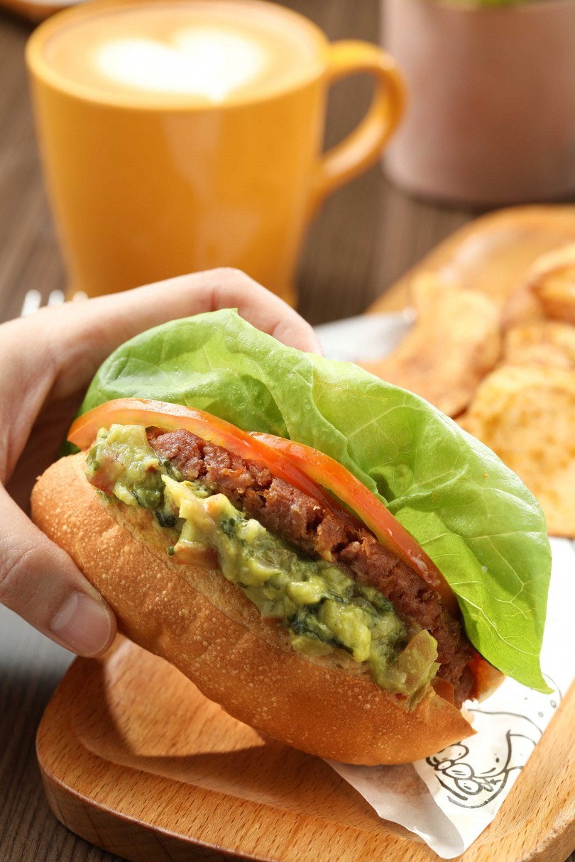 「未來蔬食堡」是用100%植物成分製作,搭上最近流行的蔬食風潮。(280元)