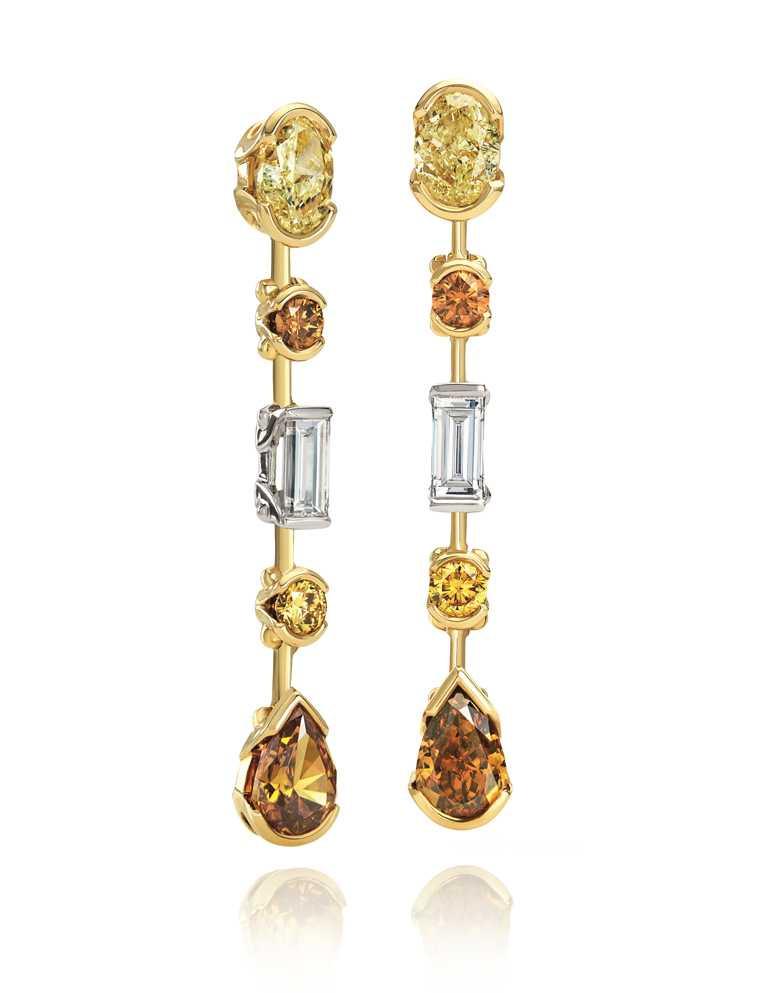 DE BEERS「Swan Lake」系列高級珠寶,18K黃金、玫瑰金與鉑金鑲嵌彩鑽耳環╱1,870,000元。(圖╱DE BEERS提供)<br>