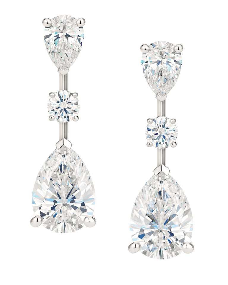 DE BEERS「Drops of Light」系列高級珠寶,鉑金鑲嵌鑽石耳環╱10,650,000元。(圖╱DE BEERS提供)