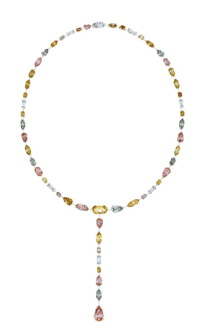 DE BEERS「Swan Lake」系列高級珠寶,18K黃金、玫瑰金與鉑金鑲嵌彩鑽項鍊╱17,000,000元。(圖╱DE BEERS提供)