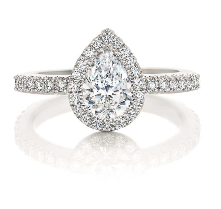 DE BEERS「Aura」系列,梨形切割鑽石戒指╱3,150,000元。(圖╱DE BEERS提供)