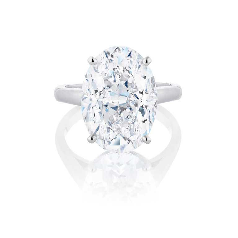 DE BEERS「DB Classic」系列,橢圓形切割單鑽戒指,價格店洽。(圖╱DE BEERS提供)