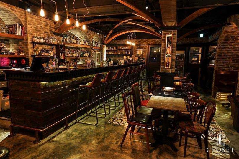 台北東區人氣餐酒館CLOSET衣櫥餐酒館。