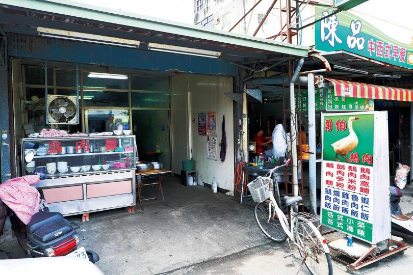 不起眼的「勇伯鵝肉店」是外地人極少知道的老店。(圖/于魯光攝)