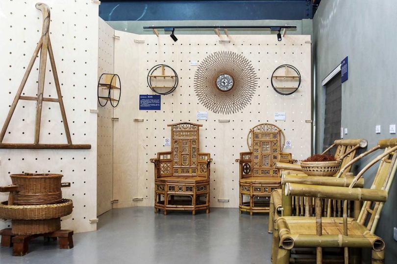 客家工藝館不定期展出在地藝術家的作品,推廣客家百工百業的特色。(圖/焦正德攝)