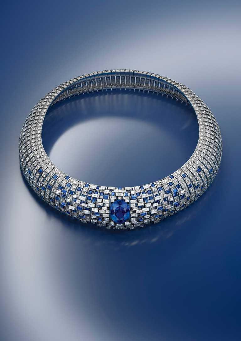 LOUIS VUITTON「Stellar Times」系列高級珠寶,「Lune Bleue」白金鑽石藍寶石項鍊╱15.56克拉馬達加斯藍寶石╱價格店洽。(圖╱LOUIS VUITTON提供)