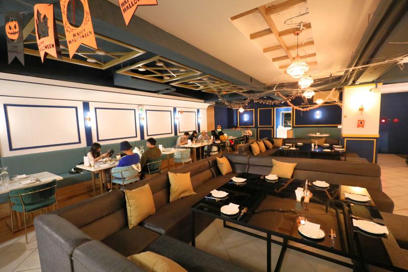 店內規劃了寬敞沙發區,特別適合好友聚會慶祝。