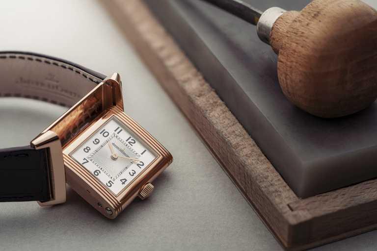 JAEGER-LECOULTRE「Classic Medium Thin超薄翻轉」系列中型款腕錶╱價格店洽。(圖╱JAEGER-LECOULTRE提供)