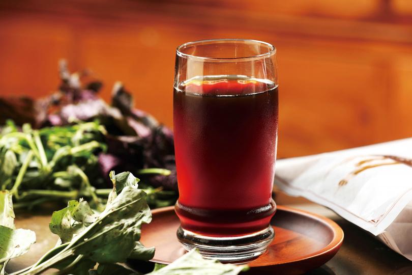 「仙草清涼茶」喝得到青草的馨香,甜度也可自行調整。(50元/杯)(圖/于魯光攝)