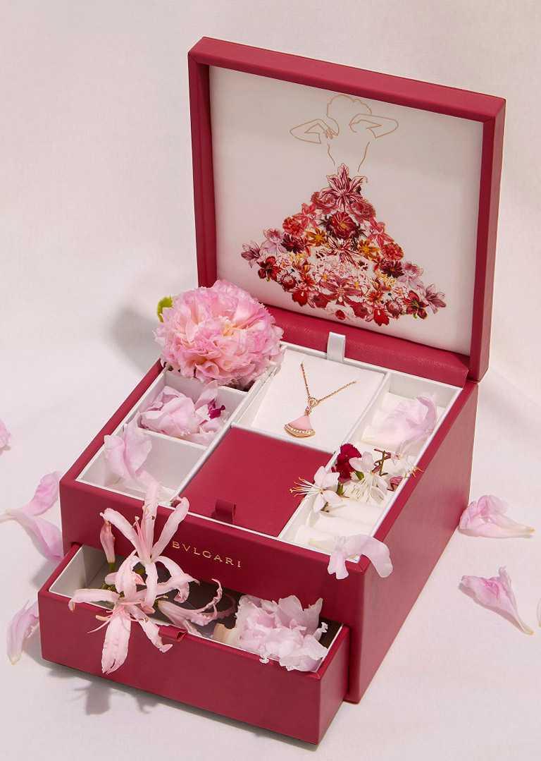 BVLGARI「Divas' Dream系列」七夕限定款,項鍊與珠寶盒套組╱119,500元。(圖╱BVLGARI提供)