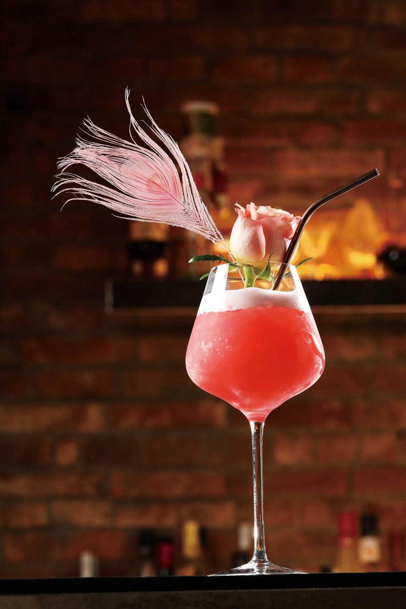 「She_Design Mojito」的玫瑰花香與粉紅色澤,女人味十足。(390元)(圖/于魯光攝)