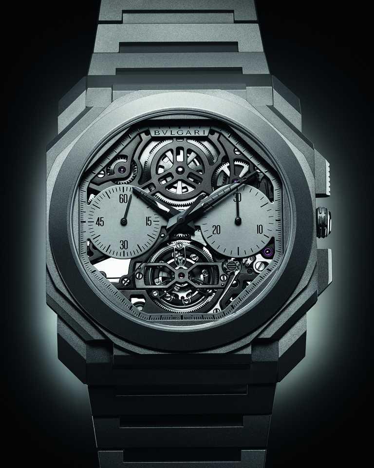 BVLGARI「OCTO Finissimo」超薄鏤空陀飛輪自動計時腕錶,雙盤顯示的鏤空灰色霧面錶盤,搭配噴砂鈦金屬錶帶、錶冠、按鈕、黑色指針及折疊式錶釦,防水深度30公尺。(圖╱BVLGARI提供)