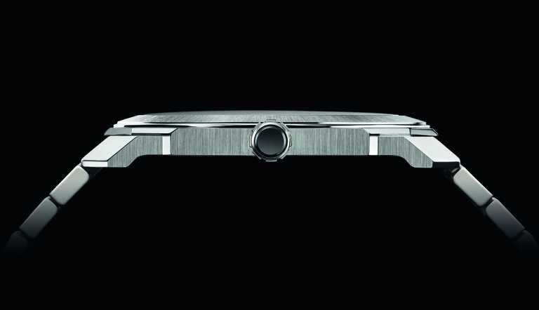 BVLGARI「OCTO Finissimo Automatic」緞面拋光精鋼超薄自動腕錶,Finissimo超薄緞面拋光精鋼錶殼,厚度僅有5.25毫米。(圖╱BVLGARI提供)