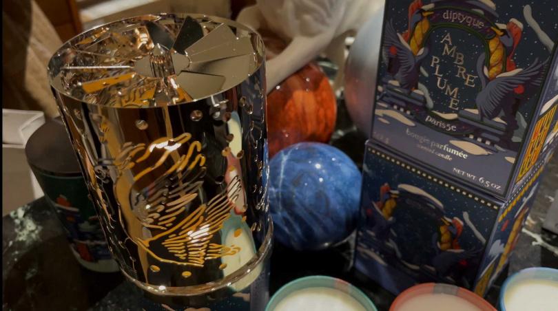 今年首度推出的燭光萬花筒,關上燈後整個天空牆壁都會是萬花筒的圖案唷!(圖/黃筱婷攝影)