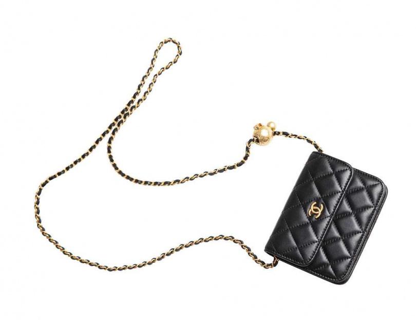 CHANEL肩背包/價格店洽(日本購入)數次赴東京銀座的夏和熙,在當地第一個購買的物品,就是這只肩背包。(攝影/彭子桓)