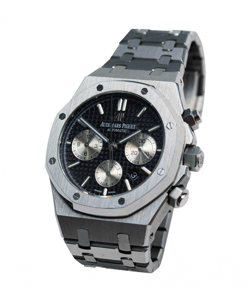 AUDEMARS PIGUET自動上鏈計時碼錶/價格店洽。屬於名牌手錶入門款式,夏和熙買下它當作投資。(攝影/彭子桓)