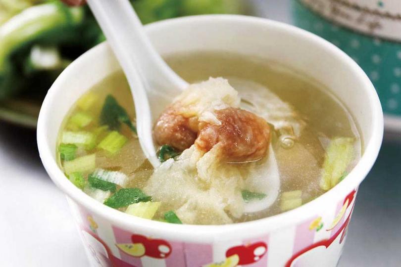 「肉燕湯」擁有獨特鮮香味,值得一嘗。(45元)(圖/于魯光攝)