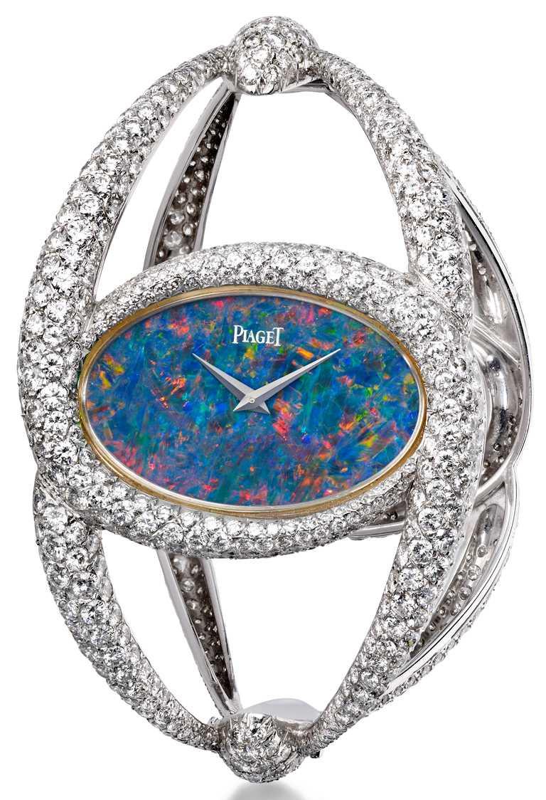製作於1971年,蛋白石錶盤、白K金錶殼,鑲嵌1,000顆總重約24.50克拉美鑽,搭載伯爵傳奇9P手動上鏈機芯。(圖╱PIAGET提供)