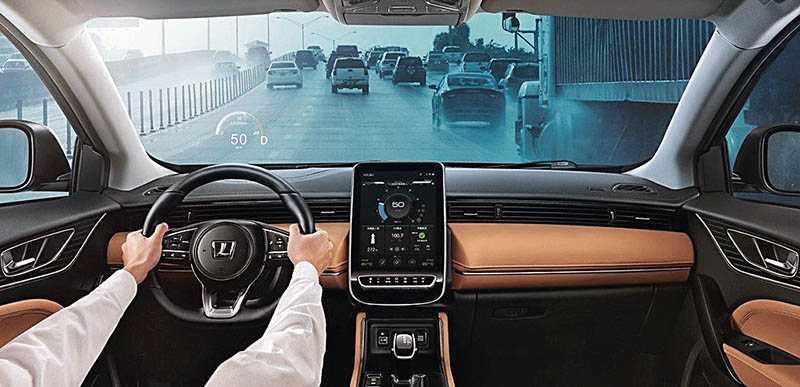 國內自主研發的ARD擴增實境抬頭顯示系統非常好用。(圖/車商提供)