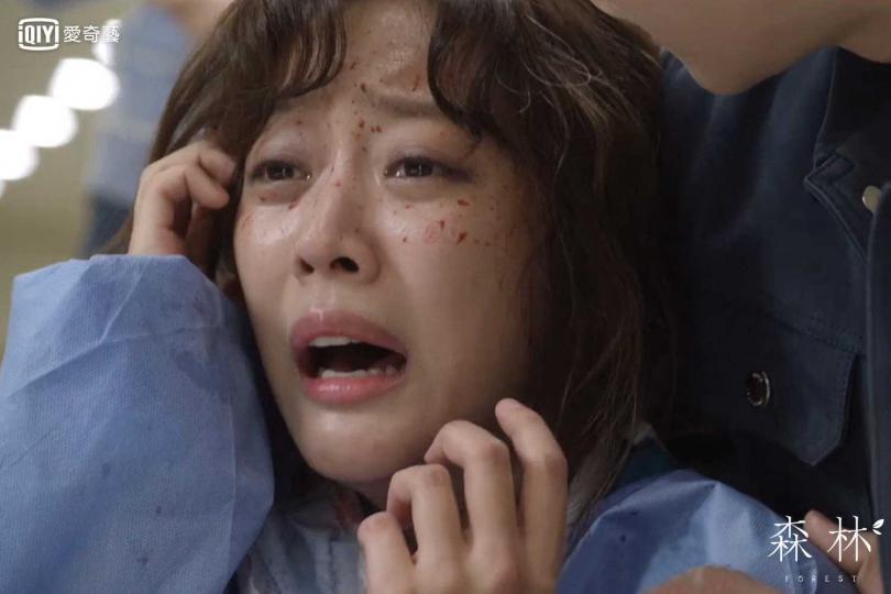 趙寶兒在劇中飾演外科醫生,卻有不為人知的心理障礙。(圖/愛奇藝台灣站提供)