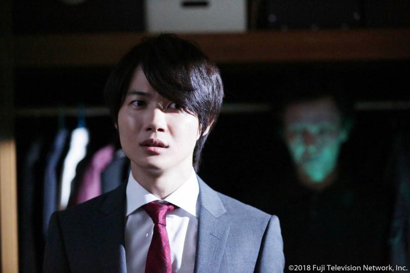 神木隆之介暌違14年再度出演,飾演推銷凶宅的房仲公司業務。(圖/WAKUWAKU JAPAN 提供)