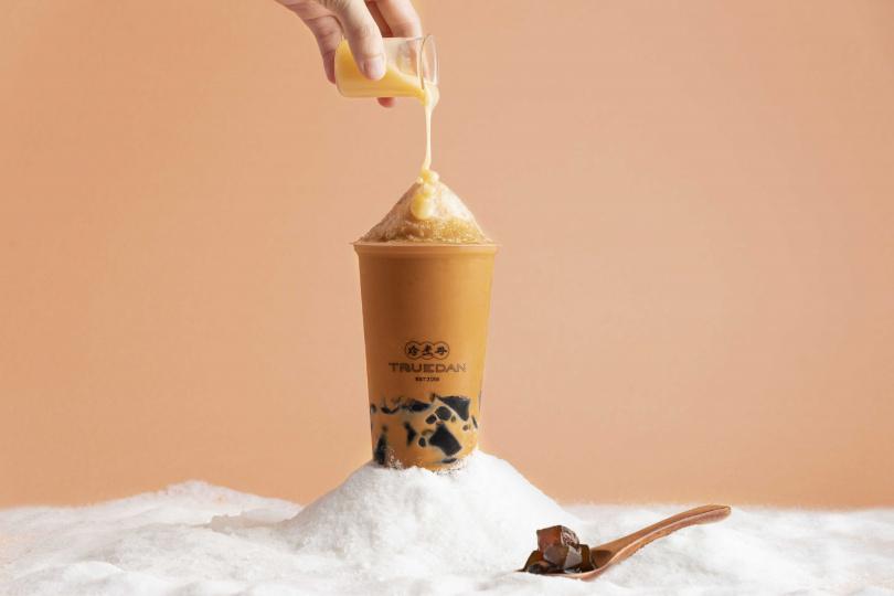 「泰泰仙草雪沙」顛覆想像開創「喝」的剉冰,濃醇泰奶化作冰品完美演繹經典泰味。(圖片提供/珍煮丹)