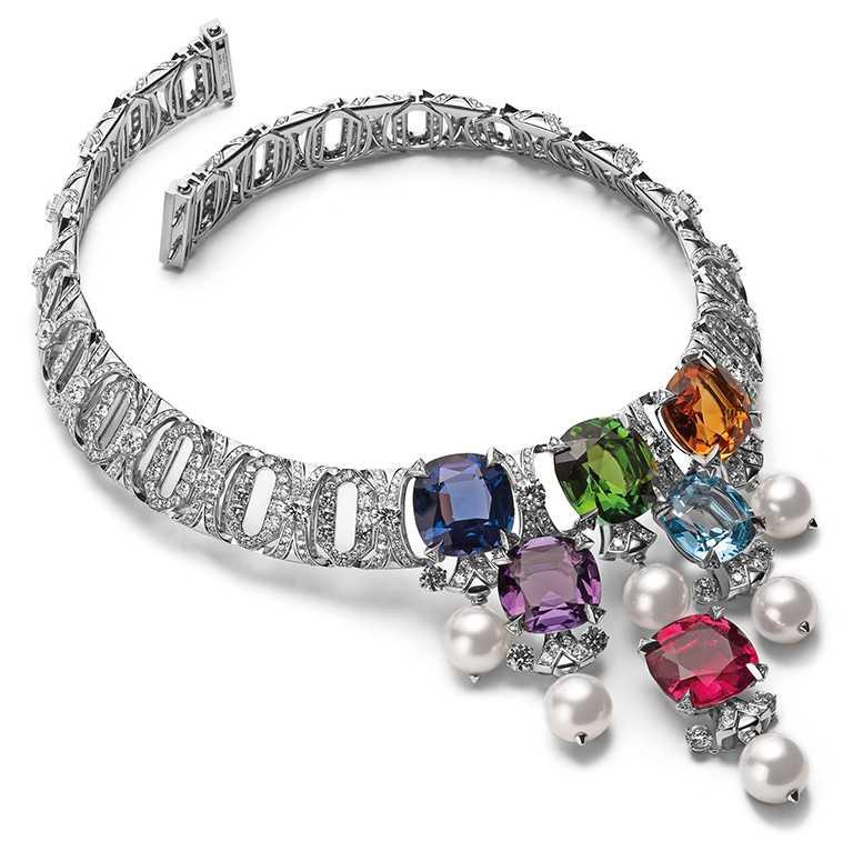 BVLGARI「CINEMAGIA」系列,Jeweller To The Stars頂級彩寶與鑽石項鍊╱紅碧璽、黃碧璽、紫水晶、黃水晶、坦桑石、拓帕石、南海珍珠及圓鑽。(圖╱BVLGARI提供)