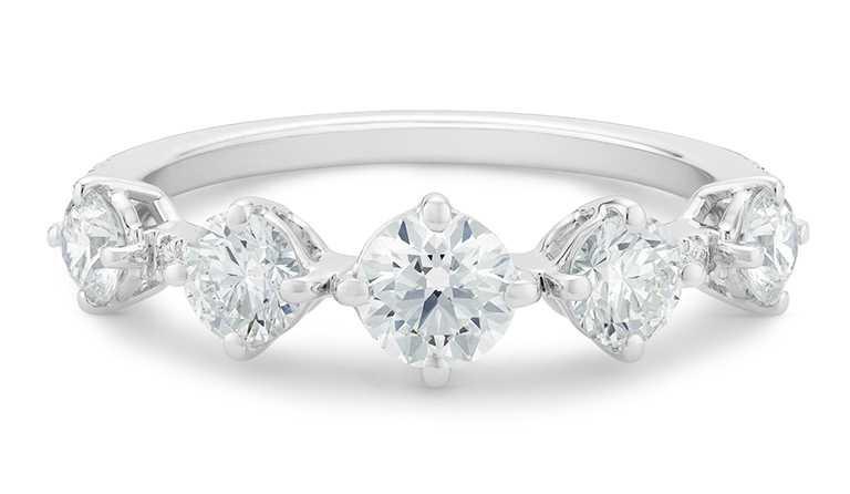 DE BEERS「Arpeggia」白金單行鑽石戒指╱288,000元。(圖╱DE BEERS提供)