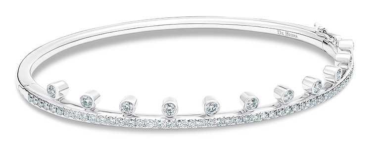 DE BEERS「Dewdrop」白金單行鑽石手環╱234,000元。(圖╱DE BEERS提供)