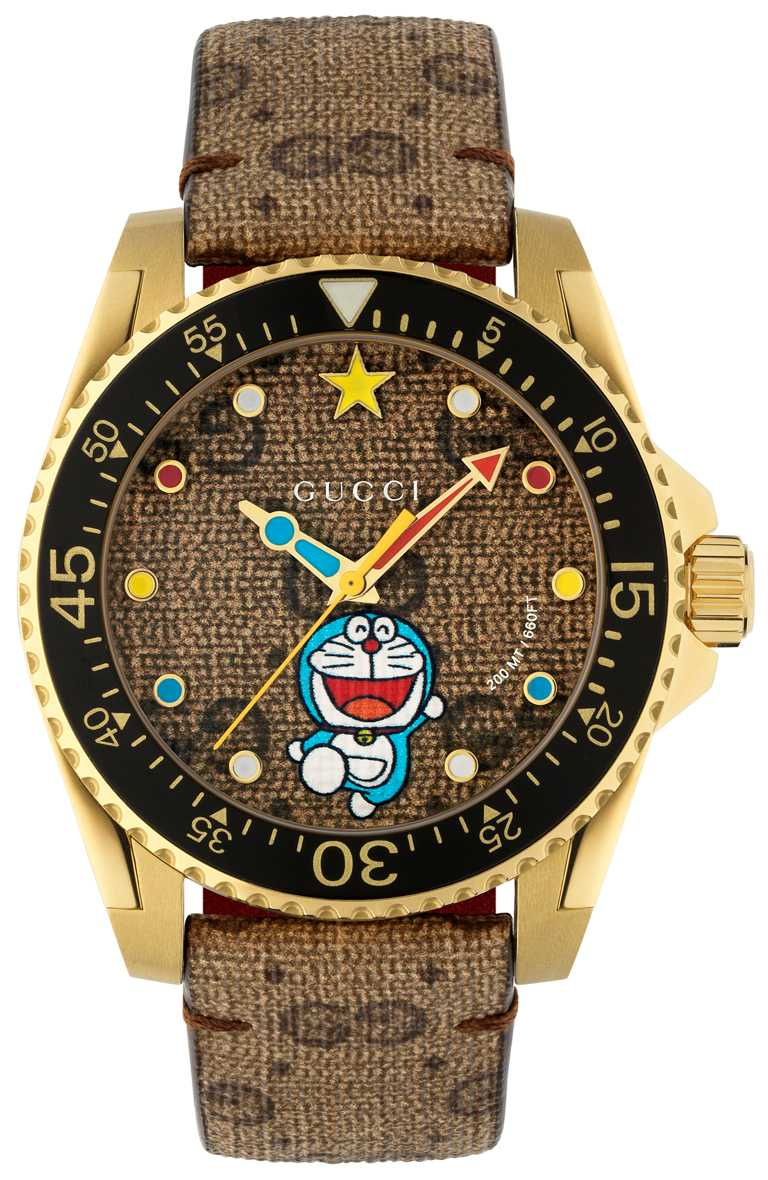 GUCCI「Doraemon × Gucci聯名系列」哆啦A夢Dive潛水腕錶,40mm,黃金PVD鍍層錶殼╱51,000元。(圖╱GUCCI提供)