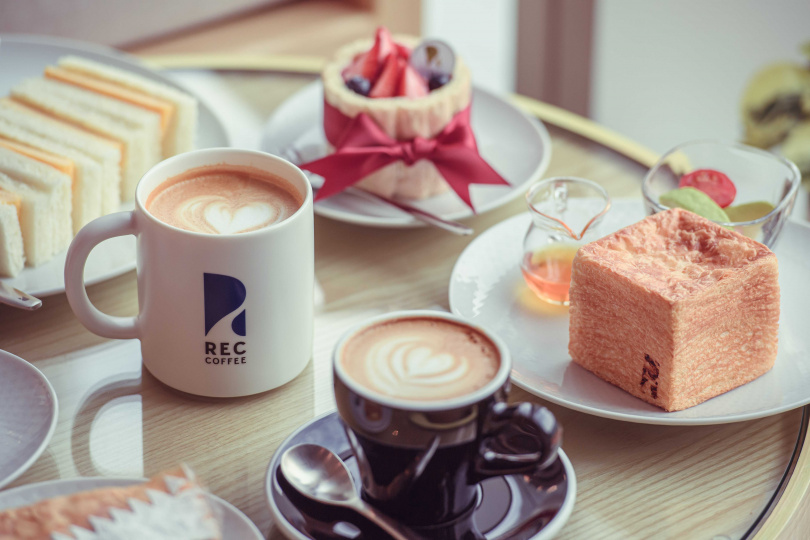 店內提供餐點部分為台灣限定,可搭配咖啡一同享用。(圖/REC COFFEE提供)