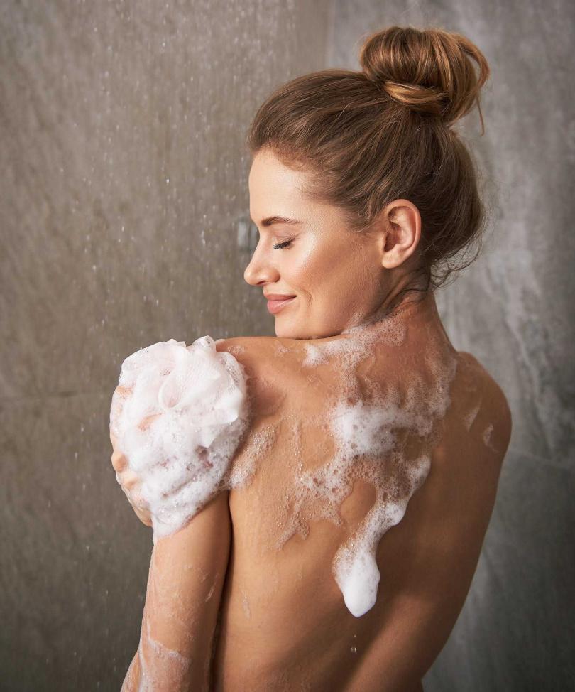 圖1/以pH5.5微酸性的沐浴品鞏固皮脂膜健康,才能打造益菌多壞菌少的肌膚自然保護力。(圖/品牌提供)