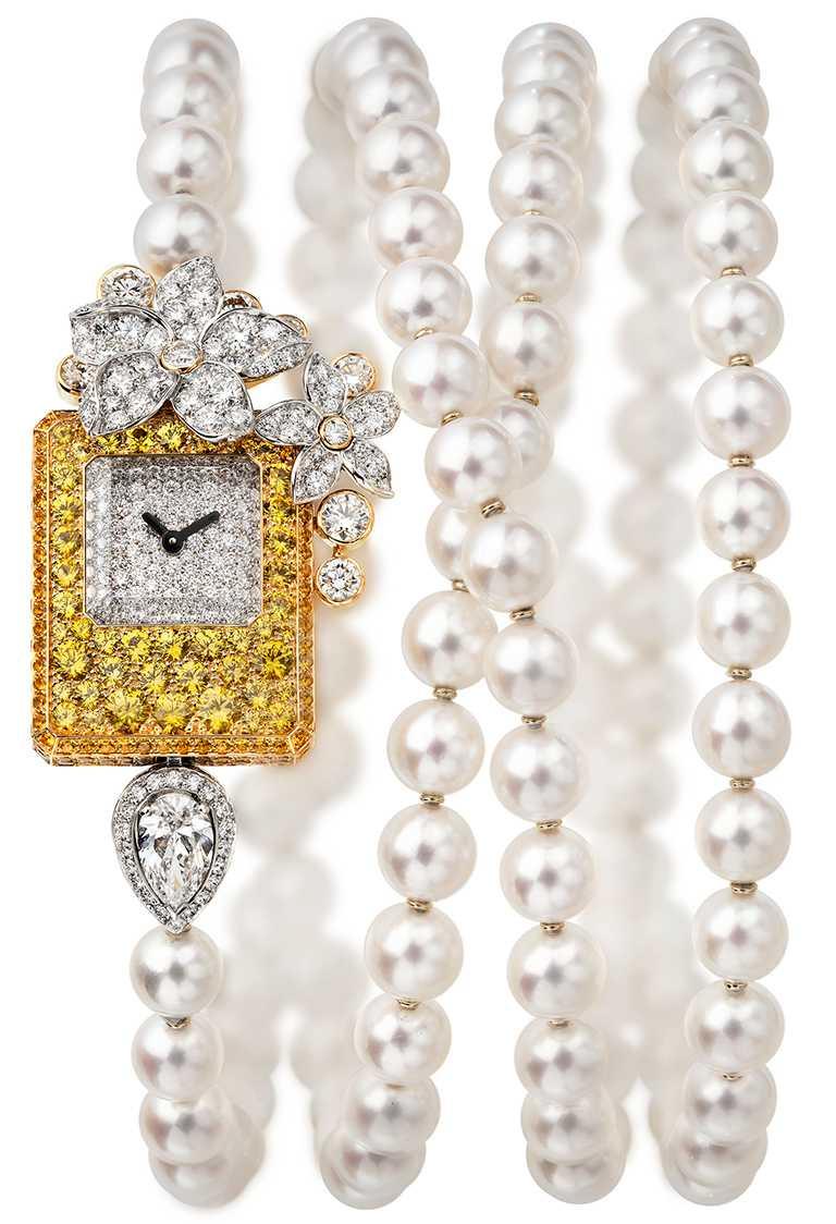 CHANEL「N°5」系列頂級珠寶,「Grasse Jasmine」可轉換式珠寶腕錶,18K白金及黃金鑲嵌黃色藍寶石、鑽石及養珠,及1顆重約1克拉EF-VVS+梨形切割鑽石╱6,314,000元。(圖╱CHANEL提供)