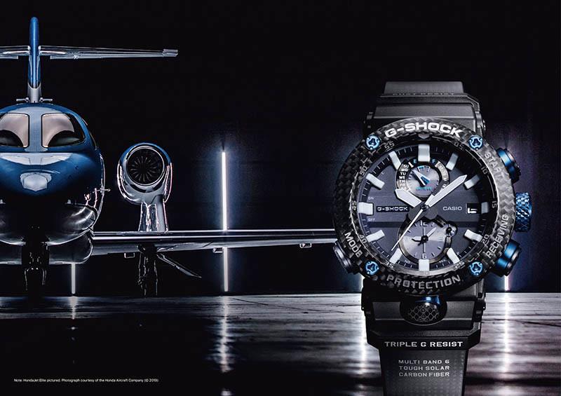 CASIO G-Shock GWR-B1000,錶殼:碳纖維材質/錶徑50.1mm,機芯:石英機芯,功能:時間/藍牙及電波自動連線校時/世界時間/鬧鈴/手機尋找功能,防水:200米,定價:25,000元。