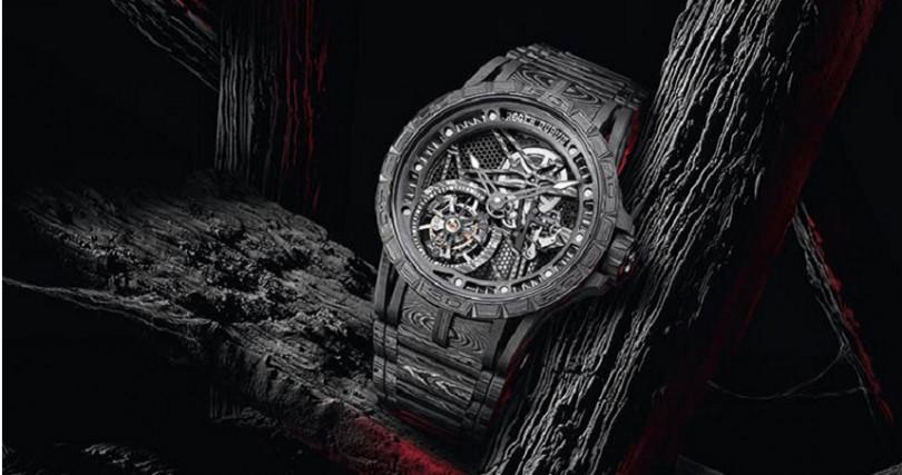 ROGER DUBUIS Excalibur Spider Carbon 3,錶殼:碳纖維材質/錶徑45mm,機芯:RD509SQ手動上鍊/振頻每小時21,600次/儲能90小時/日內瓦印記,功能:小三針/陀飛輪,防水:50米,其他:限量28只(專賣店獨賣),定價:8,775,000元。