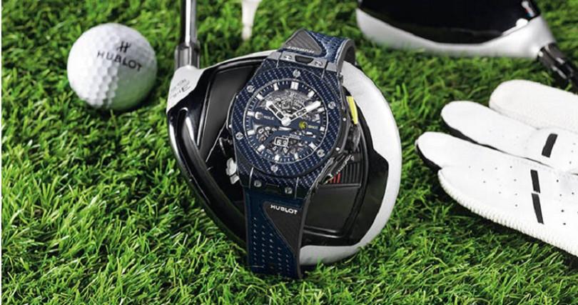 HUBLOT Big Bang Unico Golf,錶殼:碳纖維材質/錶徑45mm,機芯:MHUB1580自動上鍊/振頻每小時28,800次/儲能72小時,功能:時分雙針/高爾夫球揮桿記錄機制,防水:100米,其他:藍色限量200只,定價:1,011,000元。