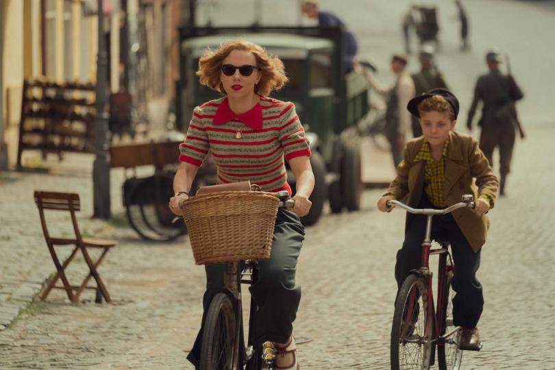 史嘉蕾喬韓森在《兔嘲男孩》飾演主角小男孩的媽媽,動人的演技讓許多觀眾印象深刻。(圖/福斯提供)