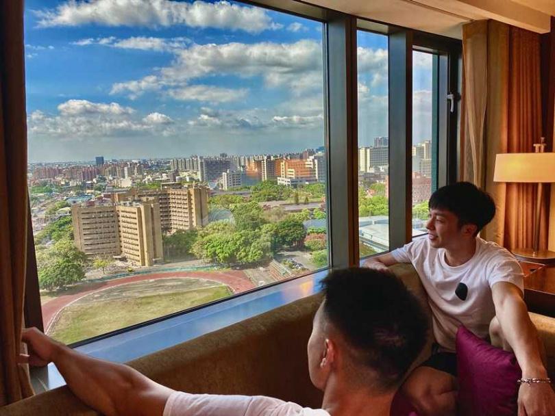 每房一千元旅遊補助入住香格里台南遠東,或用振興券支付房費,贈自助式吃到飽餐廳500元抵用金,輕鬆度假、加倍享受!