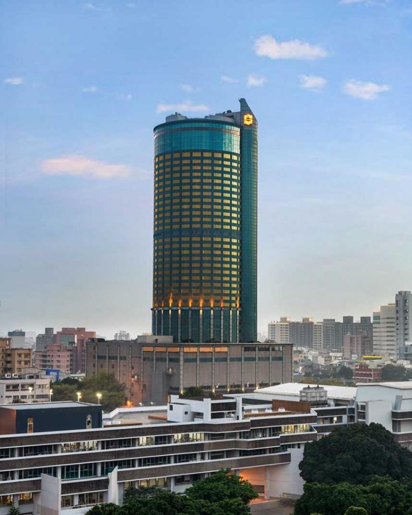 香格里拉台南遠東為城市至高地標,步行2分鐘到火車站,臨近成功大學。