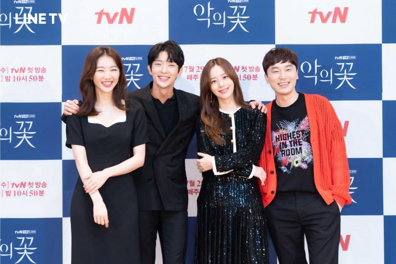 《惡之花》由張熙軫(左起)、李準基、文彩元、徐賢宇演出。(圖/LINE TV提供)