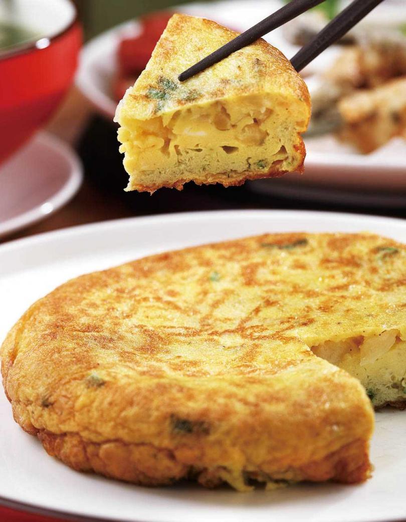 「宜蘭菜脯蛋」用宜蘭溼式醃製菜脯來煎蛋,難度提高許多。(240元)(圖/于魯光攝)