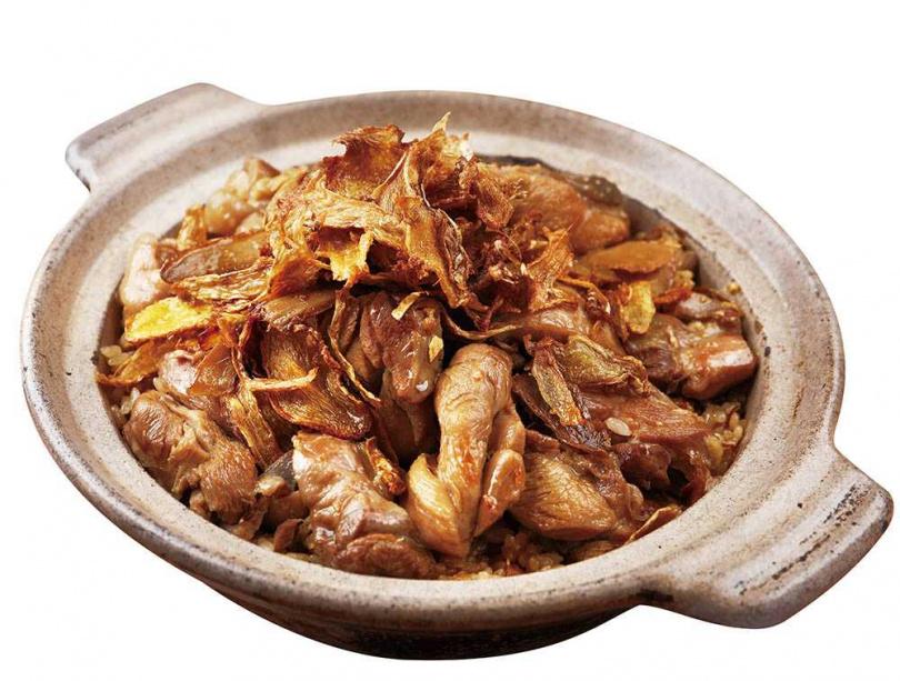 「古味麻油雞飯」直接用麻油雞湯炊飯,米粒香Q、嚼感彈牙。(420元)(圖/于魯光攝)