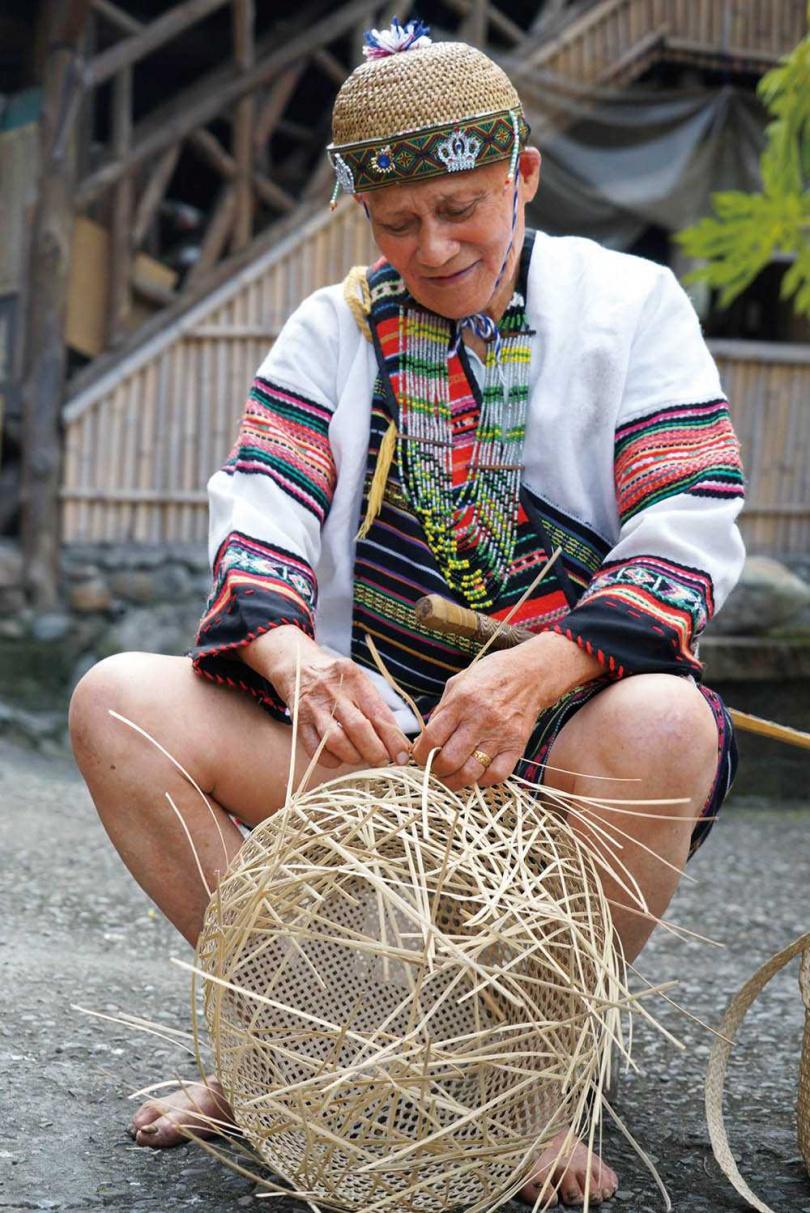 頭目達利親手製作的藤編藝術,展示於苧麻文化園區當中。(圖/麻必浩部落提供)
