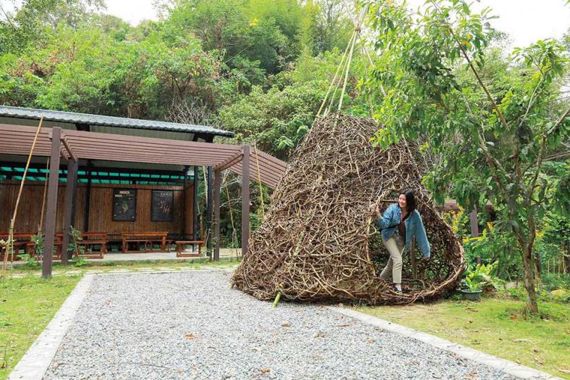 去年才落成的「苧麻文化園區」,是旅人認識此部落文化的第一站。(圖/林士傑攝)