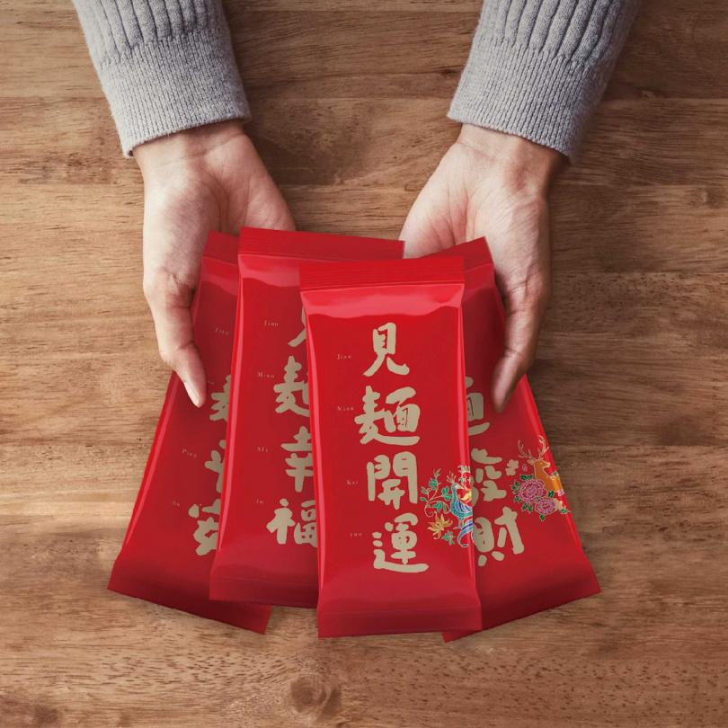 包裝上有平安、幸福、發財、開運4種祝賀之意。(圖/三風製麵提供)